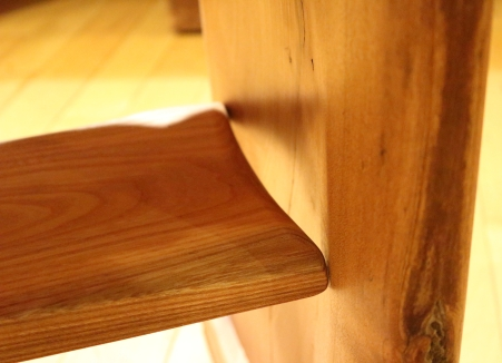 Maple leaf table with shelf - floating shelf right